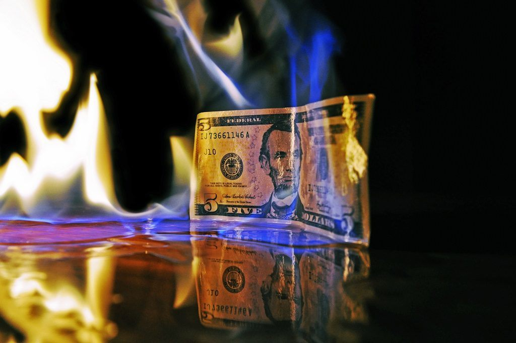 queima de dinheiro em investimentos